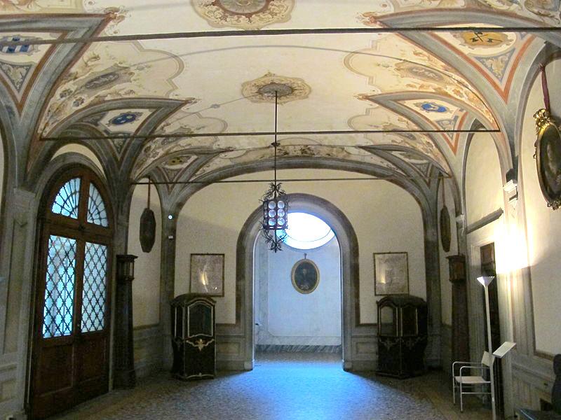 Palazzo Mansi, sala degli staffieri (atrio)